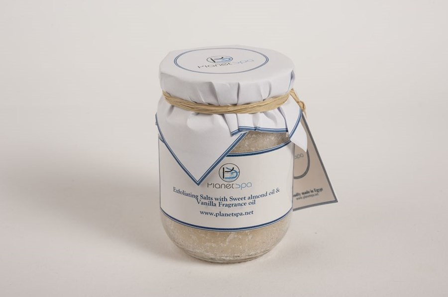 Exfoliating salts with sweet almond oil & vanilla fragnance oil