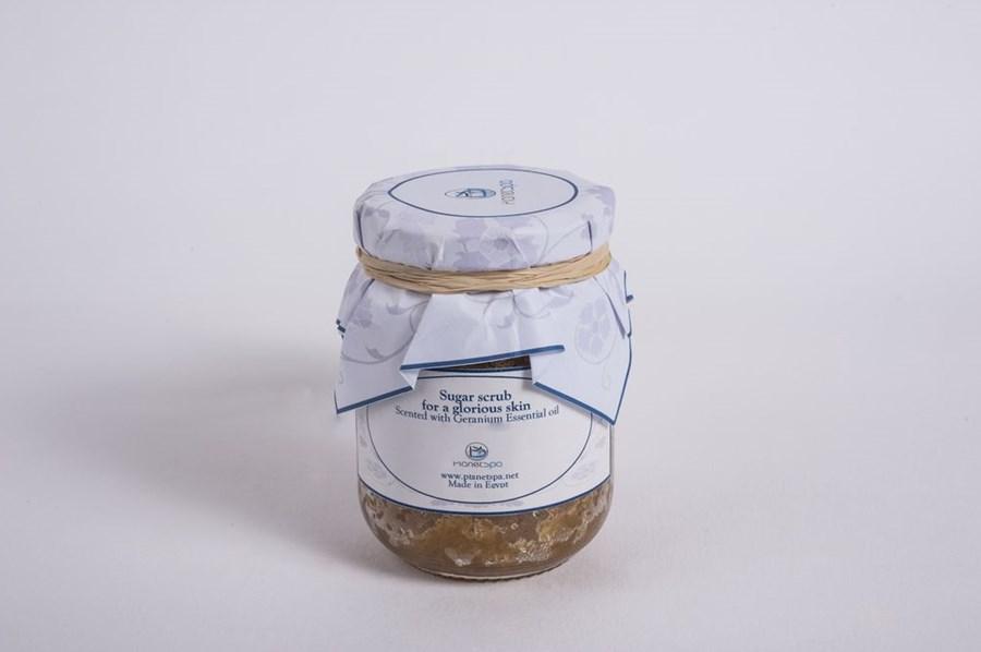 Sugar scrub for a glorious skin scented with geranium essential oil
